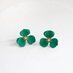 Gold-Tone Painted Flower Stud Earrings in Green